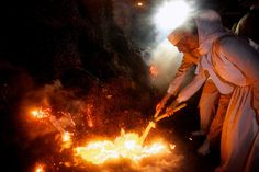 Sadeh Festival: Iran Zoroastrians Celebrate Ancient Feast Of Fire Ahura Mazda, Persian Culture, Religious Architecture, Cultural Diversity, World Cultures, Iran, Cool Words, Travel Photos, Folk