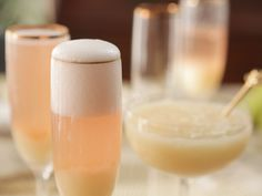 "Pear Bellini (Engagement Dinner) - Damaris Phillips, ""Southern at Heart"" on the Food Network. Margarita Recipes, Cocktail Recipes, Drink Recipes, Pear Recipes, Brunch Recipes, Fun Drinks, Yummy Drinks, Yummy Food, Alcoholic Beverages"