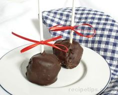 Chocolate Dipped Cheesecakes on a Stick Recipe from RecipeTips.com!