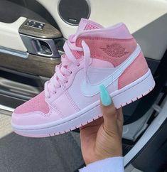 Cute Nike Shoes, Cute Nikes, Nike Air Shoes, Retro Nike Shoes, Awesome Shoes, Zapatillas Nike Jordan, Tenis Nike Air, Moda Sneakers, Cute Sneakers