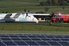 10/01/2015 - Luxair plane forced to make emergency landing without wheels - Luxembourg