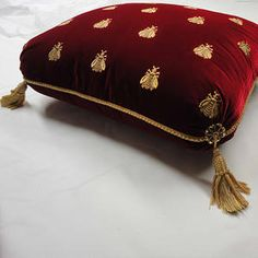 Napoleon's Throne Sewing Pillows, Diy Pillows, Velvet Pillows, Custom Pillows, Luxury Bed Sheets, Luxury Bedding, Pillow Crafts, Ethnic Home Decor, Cushion Cover Designs