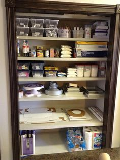 Cake decorating pantry....I would be in heaven if I could have this in my kitchen!!!!