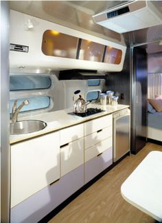 Life Love the shiny white take. Original pinner: super clean interior of an AirstreamLove the shiny white take. Original pinner: super clean interior of an Airstream Airstream Campers, Airstream Remodel, Airstream Interior, Vintage Airstream, Vintage Trailers, Camper Trailers, Travel Trailers, Airstream Living, Airstream Renovation