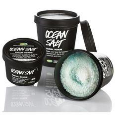 Ocean Salt - Reiniger  Een zomerse cocktail vol lekkers voor je huid. Zeezout en zeewier zitten vol met mineralen om je huid heerlijk te voeden. Citroen en limoen verfrissen je huid en avocado- en kokosboter verzachten. Gebruik deze scrub een keer per week op een droge huid en spoel het grondig af. Een vettige huid kan deze scrub wel wat vaker gebruiken.   Wil je je gezicht nóg frisser laten aanvoelen? Tea Tree Water of Breath of Fresh Air Toner zijn een heerlijke aanvulling!