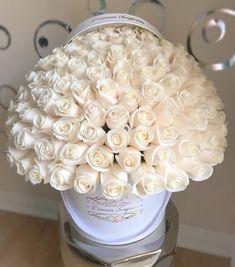 Beautiful Rose Flowers, Amazing Flowers, Colorful Flowers, Silk Flowers, White Flowers, Beautiful Flowers, Rose Arrangements, Beautiful Flower Arrangements, Bouquet Box