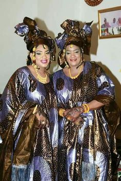 Malian Fashion bazin #Malifashion #bazin #malianwomenarebeautiful #dimancheabamako #bazinriche #malianbride  #brodé #brocade #teinture #gala #lesmaliennesontbelles #lesafricainessontbelles African Print Clothing, African Print Fashion, Africa Fashion, Tribal Fashion, African Fashion Dresses, African Attire, African Wear, African Women, Africa Dress