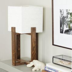 Building plans for this SUPER EASY modern table lamp. Full SxS images, instructions and more!