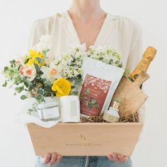 Simone LeBlanc is gift box and gift basket company that creates curated gift boxes with fresh florals and custom gift baskets with fresh flowers for holiday. Mothers Day Baskets, Mother's Day Gift Baskets, Mothers Day Gifts From Daughter, Unique Mothers Day Gifts, Mother Day Gifts, Diy Gifts For Him, Love Gifts, Gifts For Mom, Curated Gift Boxes