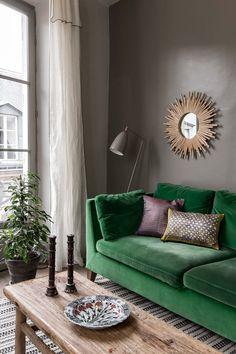 Peinture : le brun rend ce salon plus douillet Living Room Interior, Living Room Green, Living Room Paint, Room Interior Design, Small Living Rooms, Cute Living Room, Luxury Interior, Living Room Cabinets, Interior Ideas