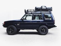 The Overland Empire adventuremobile 1999 Land Rover Discovery Series 1 BajaRack EXP roof rack Treeline Outdoors rooftop tent original Land Rover auxiliary lights BF Goodr. Land Rover Discovery 1, Discovery 2, Land Rover Overland, Land Rover Defender, Overland Gear, Emu, Roof Top Tent, Expedition Vehicle, Mobiles