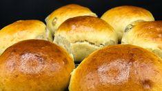 Bollene som holder seg saftige i mange dager Foto: Marit Hegle Food N, Food And Drink, Asian Recipes, Sweet Recipes, Bread Baking, Scones, Bread Recipes, Feta, Bakery