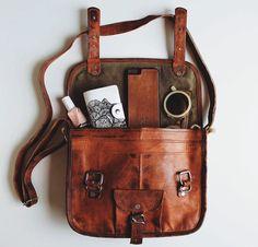 """Die Handtasche Emilia 10"""" liebt Stadtbummel genauso wie Spaziergänge im Park oder am Strand. Dabei überzeugt sie vor allem durch ihre handliche und praktische Größe. Gusti Leder - H9"""