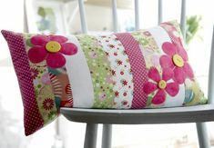 Sewing Cushion Flower applique cushion project from issue 1 Applique Cushions, Cute Cushions, Cushions To Make, Patchwork Cushion, Sewing Pillows, Quilted Pillow, Scatter Cushions, Diy Pillows, Decorative Pillows