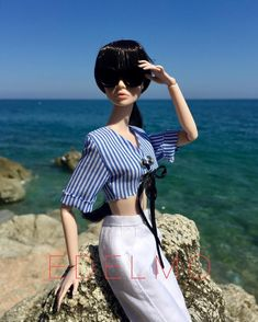 A non filter day at the rocks and with a winning combination again, #poppyparker in a @weiyuannnnnn amazing top, #clearlan pants and @ursulacouture bag, what else is needed? #marciaharrys #love #barbie #ken #dolly #toycrewbuddies #Toyrevolution #Toys #photooftheday #dollworld #colorful #style #fashionroyalty#barbiedoll #poppyparker #Toys #toycrewbuddies #toyphotography #fashionroyalty #doll