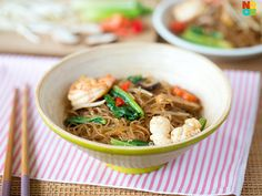Easy recipe for fried tang hoon with mushroom, seafood and vegetables. A perfect one-dish meal.