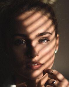 Portrait Photography Lighting, Light And Shadow Photography, Face Photography, Amazing Photography, Photography Ideas, Photography Flowers, Arte Gcse, Shadow Portraits, Kreative Portraits