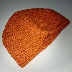 DIY: Hæklet turban til børn og voksne     Vi syntes at I skulle have mulighed for, at gå efteråret og vinteren i møde med en dejlig turban,... Baby Turban, Mullets, Knitted Hats, Beanie, Crafty, Knitting, Crochet, Fashion, Moda