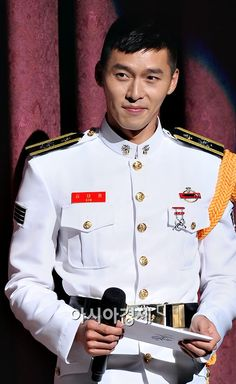 I can never resist a handsome man in uniform, and Hyun Bin just about short circuited my brain the moment I laid eyes on the latest pictures of him wearing his formal marine dress attire while hosting a military event. Hyun Bin, Hot Actors, Actors & Actresses, Hyde Jekyll Me, Lee And Me, Handsome Korean Actors, Asian Celebrities, Military Service, Korean Star