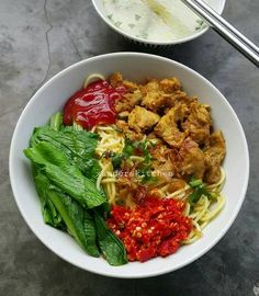 Red red chicken noodles … so delicious 😍 - Korean Food Ideen Korean Food, Chinese Food, Food N, Food And Drink, Roti Canai Recipe, Heritage Recipe, Red Chicken, Indonesian Cuisine, Indonesian Recipes