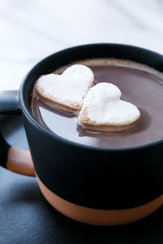 Warm up this winter with a sweet and salty twist on a classic hot chocolate, made with vanilla bean powder and a pinch of sea salt. Hot Chocolate Recipes, Vegetarian Chocolate, Chocolate Milk Powder, Vanilla Bean Powder, Vegetable Salad, Sweet And Salty, Food Photography, Exposure Photography, Dairy Free