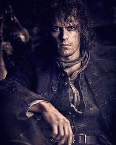 . Le lundi c'est Jamie... Happy Monday with our King of Men 🌸♥️. #samheughan #jamiefraser #outlander #outlanderfrance . Credit 📸 to #starz