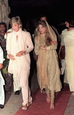 February 21, 1996: Princess Diana is welcomed to Lahore by Jemima Khan at Lahore airport in Lahore, Pakistan.