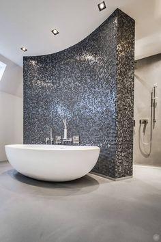 wasserdicht der senso boden ist sogar fur die dusche geeigne Waterproof the Senso floor is suitable even for the shower Bathroom Spa, Bathroom Fixtures, Small Bathroom, Master Bathroom, Vanity Bathroom, Bad Inspiration, Bathroom Inspiration, Small Tub, Contemporary Bathroom Designs