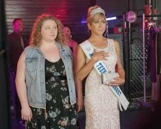 """Jennifer Aniston and Danielle Macdonald tackle mother/daughter issues inside the beauty pageant world in the congenial Netflix film """"Dumplin'"""" New Netflix Movies, Netflix Original Movies, 2018 Movies, Funny Movies, Good Movies, Jennifer Aniston, Lara Jean, Gerard Way, Dolly Parton"""