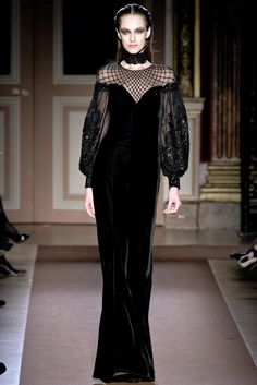 Goth chic. If i were a vampire, this is what i'd wear in the evenings around the castle.