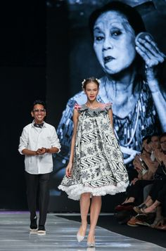 Join the World's Best Photo Contests African Print Fashion, Ethnic Fashion, Korean Fashion, Boho Fashion, Womens Fashion, Simple Outfits, Simple Dresses, Jakarta Fashion Week, Batik Fashion