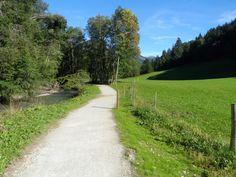 """[Idée balade vélo] Petits et grands férus de balades à vélo, voici un itinéraire accessible à tous ! Dans un cadre alpestre exceptionnel, au cœur du Haut-Chablais, partez en famille à la découverte de la vallée d'Abondance, """"Pays d'Art et d'Histoire"""", pour une balade à vélo de 16 km (A/R), sur la voie verte rustique """"Les bords de Dranse"""". Reliez les villages d'Abondance et de la Chapelle d'Abondance en découvrant le charme des habitats traditionnels et des hameaux typiques de la vallée."""