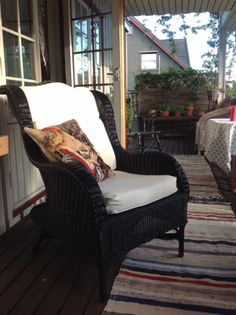 Det svartner for meg. Wingback Chair, Armchair, Accent Chairs, Porches, Furniture, Home Decor, Sofa Chair, Upholstered Chairs, Front Porches