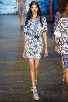 Anna Sui Spring 2016 Ready-to-Wear Collection Photos - Vogue http://www.vogue.com/fashion-shows/spring-2016-ready-to-wear/anna-sui/slideshow/collection#25
