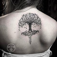 Tatuagem de árvore criada por Kadu Tattoo. #tattoo #tattoo2me #tatuagem #art #arte #blackwork #arvore