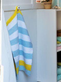 Gæsterne skal da have hjemmestrikkede gæstehåndklæder med forskudte striber.