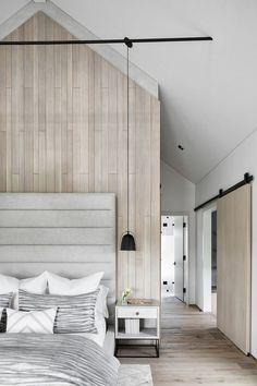 Schlafzimmer Unterm Dach Mit Großer Deckenhöhe Zimmer Küche,  Minimalistische Einrichtung, Skandinavisch Wohnen, Schlafzimmer