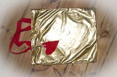 Szefowa szyje...złotą torbę