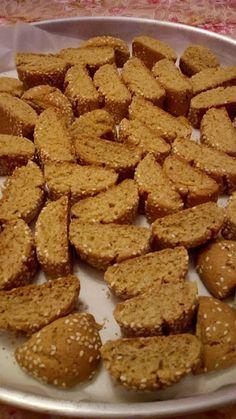 Greek Cookies, Almond Cookies, Biscotti Cookies, Easy Cake Recipes, Cookie Recipes, Cypriot Food, Italian Biscuits, Greek Sweets, Homemade Granola Bars