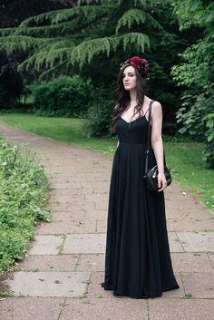 Black Wedding / FAIIINT.com #darkstyle #allblackeverything #goth