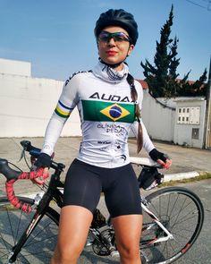 Road Bike Women, Bicycle Women, Bicycle Girl, Cycling T Shirts, Cycling Girls, Cycle Chic, Bike Style, Girls In Leggings, Biker Girl