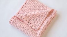 [Free Pattern] This Sweet Little Blanket Pattern Is Perfect For Some Cozy Couch Crochet - Knit And Crochet Daily Crochet Baby Blanket Free Pattern, Crochet For Beginners Blanket, Crotchet Patterns, Crochet Stitches Patterns, Knitting Patterns, Free Knitting, One Skein Crochet, Crochet Cozy, Free Crochet