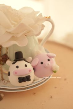 pig and cow wedding cake topper #piggy #piglet #ox #handmadecaketopper #animals #custom #claydoll #kikuikestudio #mochiegg #cakedecoration #cute #豚 #porc #牛