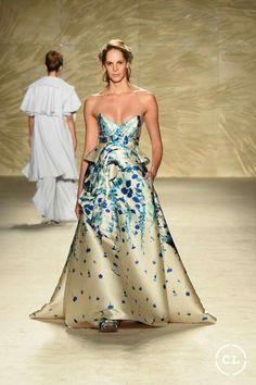 @mariaelenavillamil  #mujereseneljardin #romanticismo #feminidad  #vibroconlamoda #colombiamods2017  🍃👏🍃👏🍃👏🍃 Strapless Dress Formal, Formal Dresses, Outfits, Style, Fashion, Vestidos, Romanticism, Women, Dresses For Formal