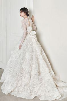 로브드케이 ROBE DE K Pakistani Wedding Outfits, Wedding Dresses, Korean Wedding, Celebs, Pure Products, Bridal, Style, Fashion, Grooms