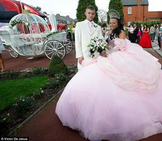thought this was a jersey wedding at first.  (my big fat gypsy wedding)