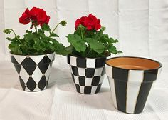 Painted pot planter, Painted terra cotta Pots Set of 3 // Painted Planter // Whimsical Painted Planters // Terra Cotta pots hand painted - Alles über den Garten Painted Clay Pots, Painted Flower Pots, Painted Pebbles, Urn Planters, White Planters, Succulent Planters, Garden Painting, Diy Painting, Black Painting