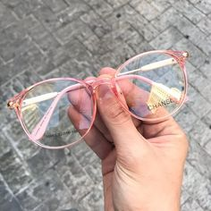 13 Armazones que combinarían con todos tus outfits - Eyeglasses for women New Glasses, Cat Eye Glasses, Fake Glasses, Stylish Sunglasses, Sunglasses Women, Glasses Frames Trendy, Glasses Trends, Lunette Style, Fashion Eye Glasses