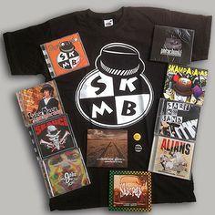 Pakiet - OKAZJA MIESIĄCA - MAJ (10 CD + T-Shirt + 2 znaczki) | MUZYKA \ Płyty CD SKAMBOMAMBO SKAMPARARAS SKARPETA SKAUCI ZIGGIE PIGGIE ZŁODZIEJE GŁÓW SARI SKA BAND 740 MILIONÓW ODDECHÓW ALIANS JOKE FERAJNA | JIMMY JAZZ RECORDS - sklep i wydawnictwo muzyczne. Oferujemy CD, LP, Koszulki, ciuchy,