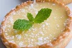 Francia, citromkrémes pite - Recept | Femina Lemon Desserts, Lemon Recipes, Köstliche Desserts, Dessert Recipes, Good Food Channel, Buttermilk Pie, Tesco Real Food, Food Processor Recipes, Sweet Tooth